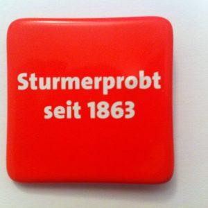 Anstecker: Sturmerprobt seit 1863 auf rotem Grund